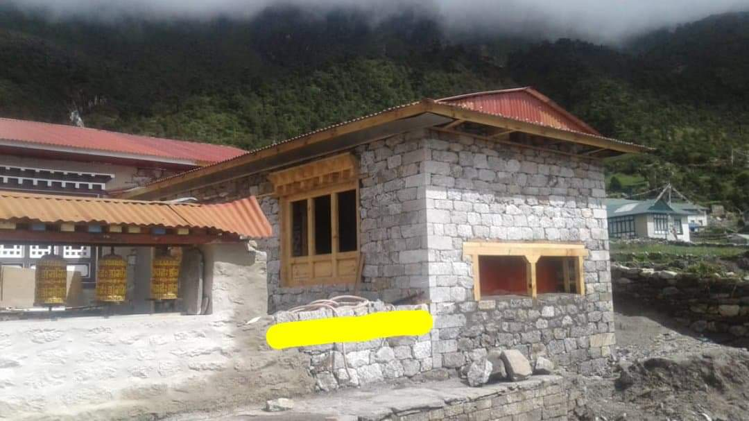 KHUNDE MONASTERY MANILHANG- Kitchen and Toilett